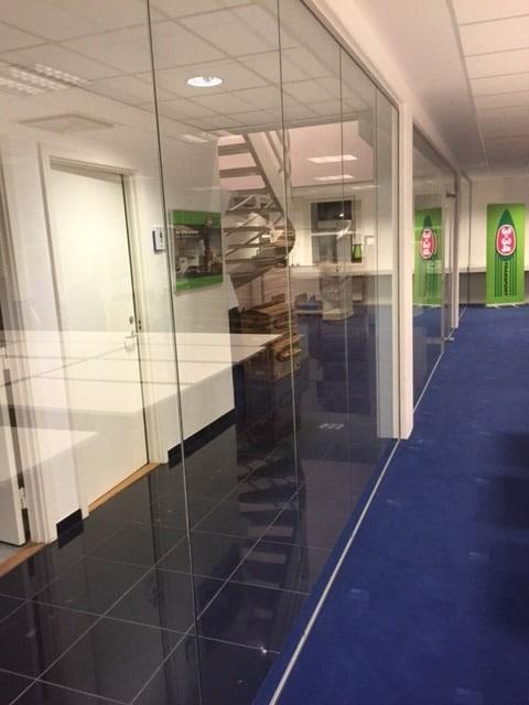 Glasvæg fra LE Glas til kontor